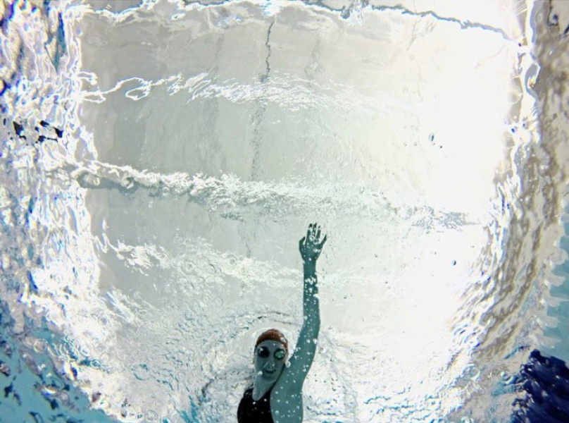 Photo by Caroline Stelte Junior Luciana Thomas swims at The Jones Center.